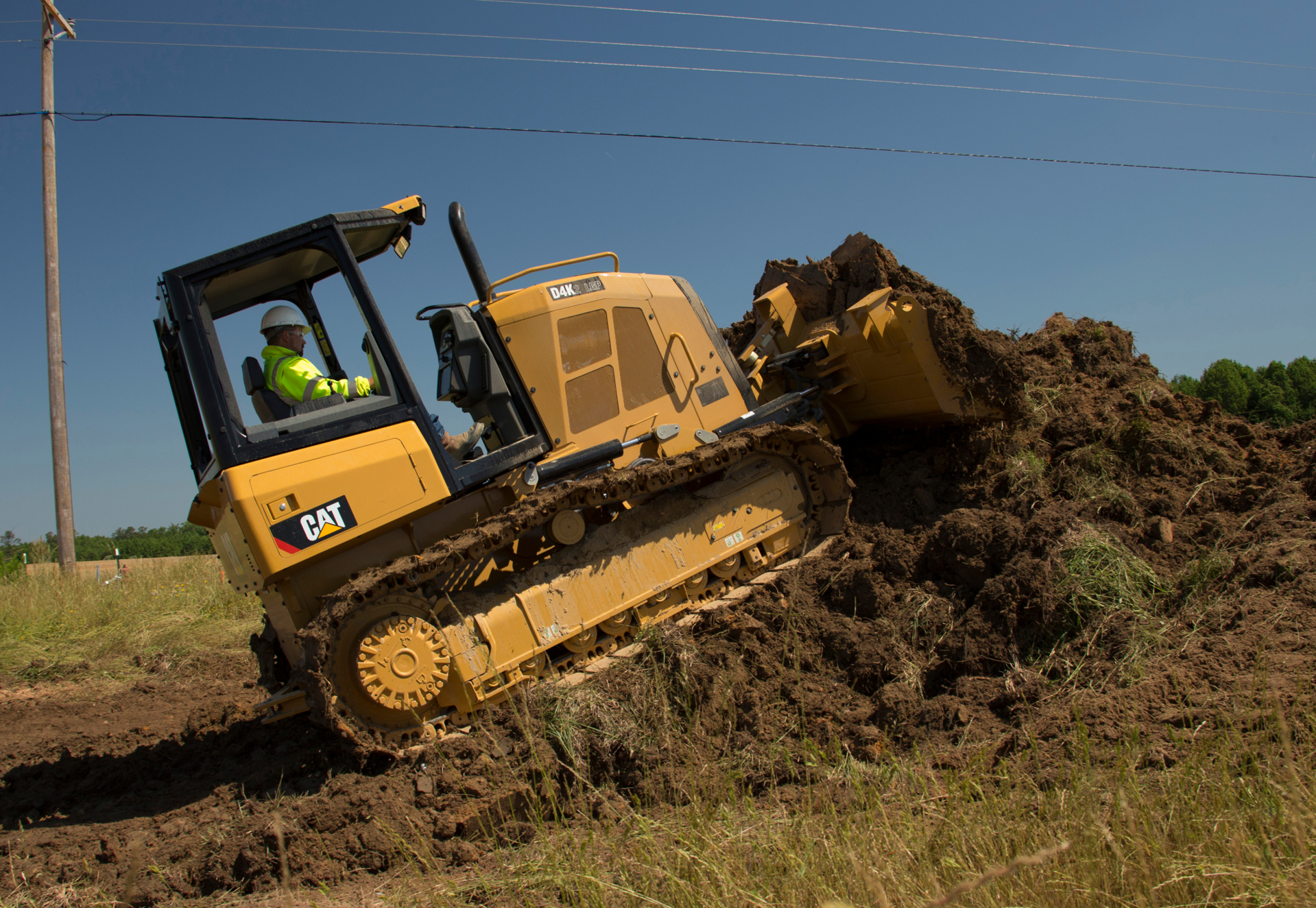 Cat D4K2 T4f STTT in road construction application - C10291098.jpg