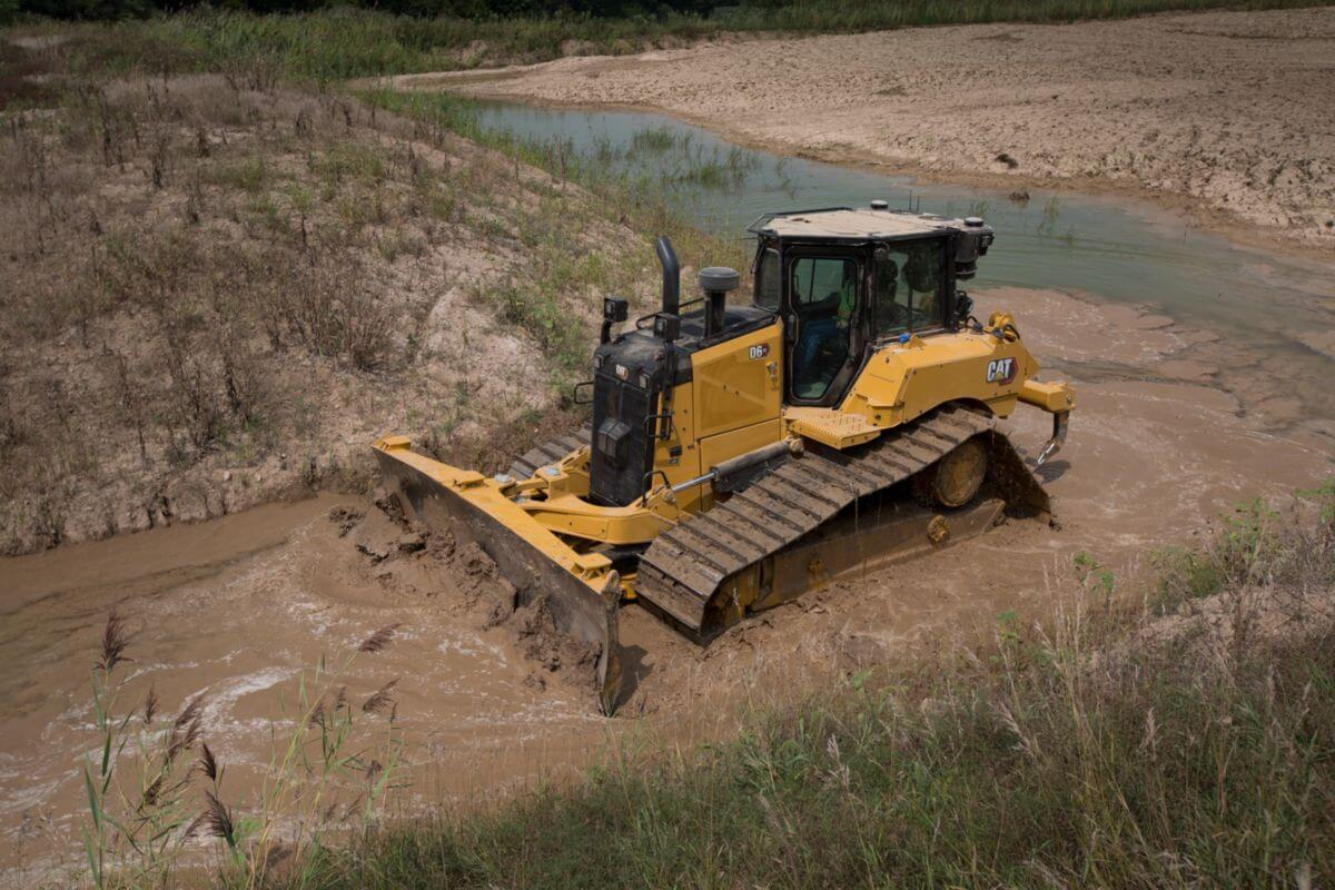 D6 XE with Electric Drive Works in Every Dozer Application - Including Water!